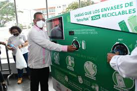 Photo of Instalan en estación del metro primera máquina que intercambia envases y botellas por recarga en el ticket