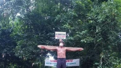 Photo of Hombre se crucifica en demanda de carretera en Yamasá