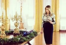 Photo of Melania Trump despide la Casa Blanca con su última decoración de Navidad